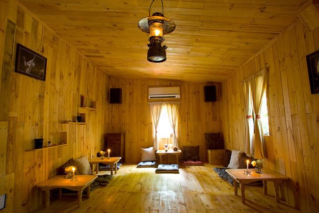 Ốp tường, lát sàn gỗ thông