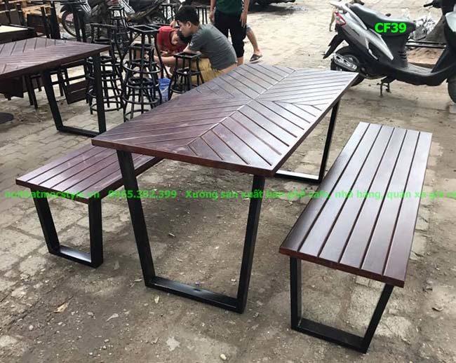 Bàn ghế khung sắt mặt gỗ thông đẹp nhất CF39