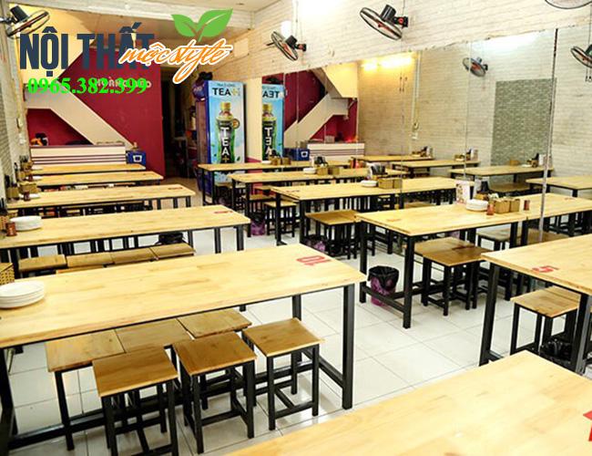 Bàn ghế đôn chân sắt mặt gỗ giá rẻ cho quán cơm phở-noithatmocstyle.vn