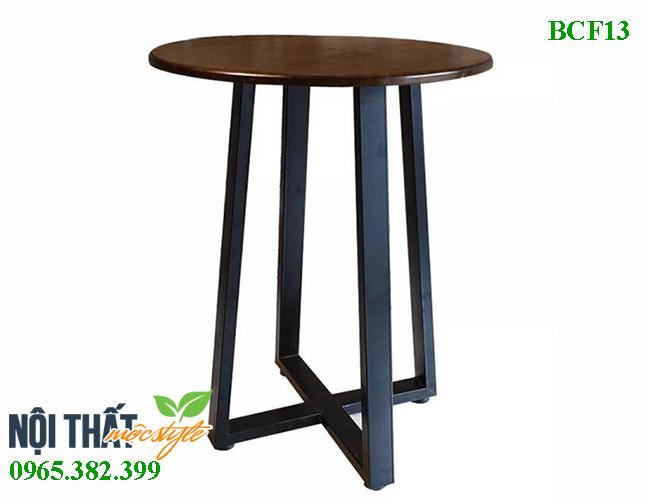 Bàn cafe BCF13 từ chất liệu khung sắt mặt gỗ mộc mạc mà ấn tượng