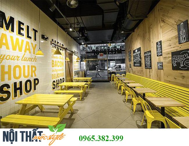 Quán ăn đẹp tông màu vàng rực rỡ cùng trang trí chữ trên tường